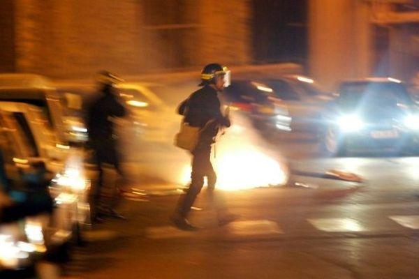 Des affrontements entre CRS et manifestants ont eu lieu le 29 avril devant le commissariat de Bastia (Illustration)