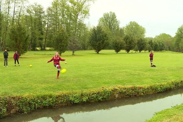In tegenstelling tot voetbal lijkt spelen in gemengde teams mogelijk te zijn bij voetbal, en nauwkeurigheid is net zo belangrijk als kracht.