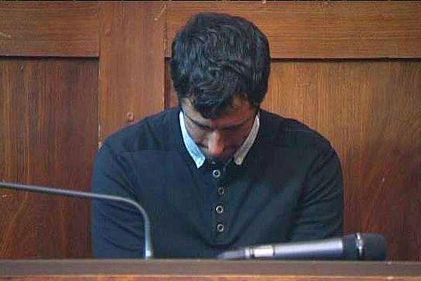 Montpellier - l'accusé Vincent Bielka à l'ouverture de son procès pour violences volontaires ayant entraîné la mort - 12 novembre 2015.