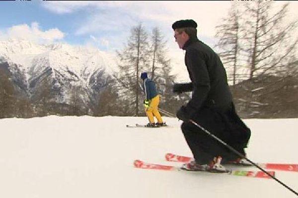 Tous les ans, les curés de montagne de France, d'Italie, de Suisse et de Pologne se retrouvent pour en découdre sur un slalom.