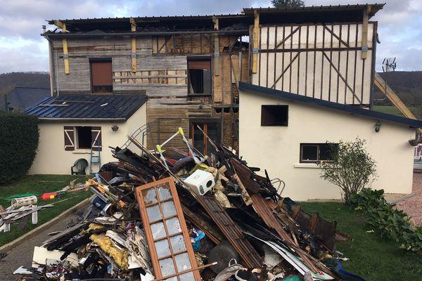 La maison où vivait la famille, après l'incendie du 6 décembre