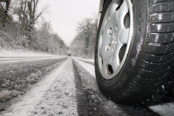 Pour l'instant, aucun décret n'oblige les automobilistes à équiper leurs véhicules de pneus hiver.