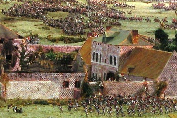 22 000 figurines de plomb et d'étain racontent la bataille de Waterloo dans un diorama de 125 m² au Musée de la Cavalerie à Saumur