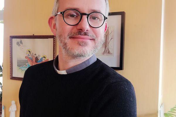 Père Benjamin Sellier, prêtre de la collégiale Saint-Nicolas d'Avesnes-sur-Helpe depuis octobre 2020