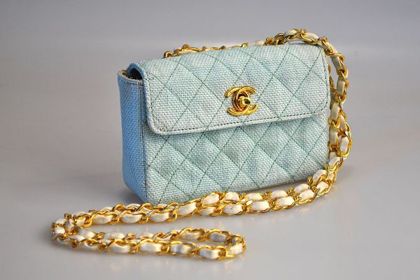 Ce sac Chanel des années 1990 est très recherché par les amateurs de vintage.