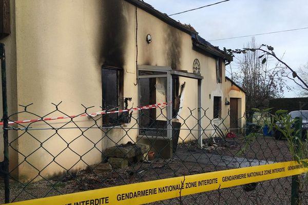 Les corps des deux victimes de l'incendie ont été découverts par les sapeurs pompiers vers 6 heures, jeudi 27 décembre.
