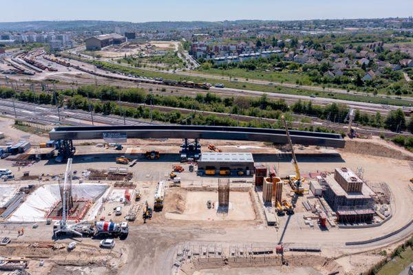 Le chantier du viaduc de Mantes-la-Jolie qui sera aussi emprunté par les trains normands