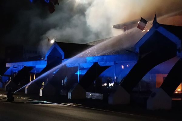 Le toit est parti en fumée.