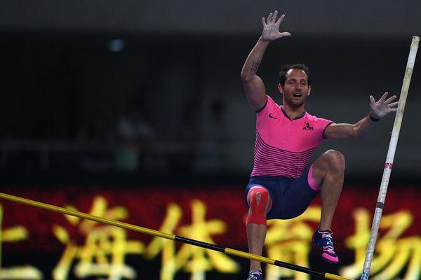 A 5,83 mètres, Renaud Lavillenie revient au sommet lors de l'étape chinoise de la ligue de diamant, le 13 mai 2107.
