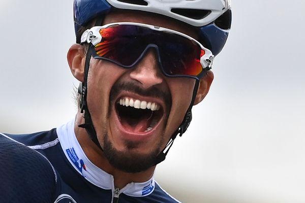 Julian Alaphilippe champion du monde de cyclisme sur route à Imola (Italie)