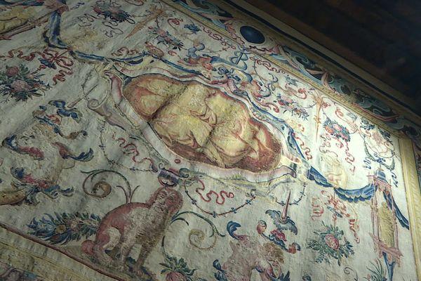 L'Odorat, une tapisserie aussi remarquable que mystérieuse qui orne le Musée Labenche de Brive depuis 25 ans.