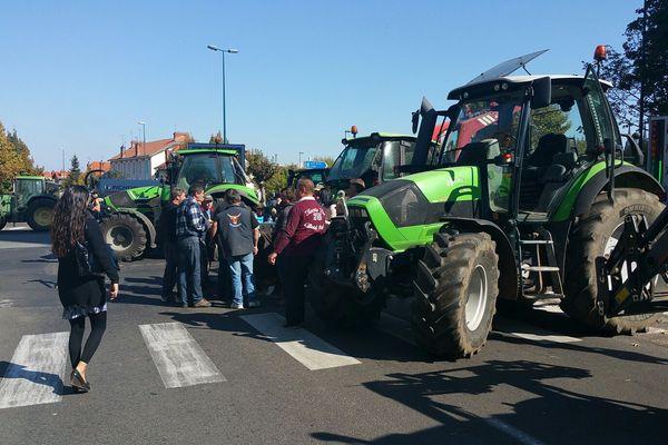 Une partie du boulevard Berthelot à Clermont-Ferrand a été bloquée, tandis que des représentants du GFA étaient reçus dans les locaux de la Safer.