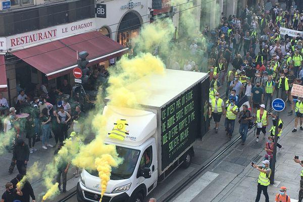 Les gilets jaunes font leur rentrée à Nancy avec une belle mobilisation, environ 500 personnes.