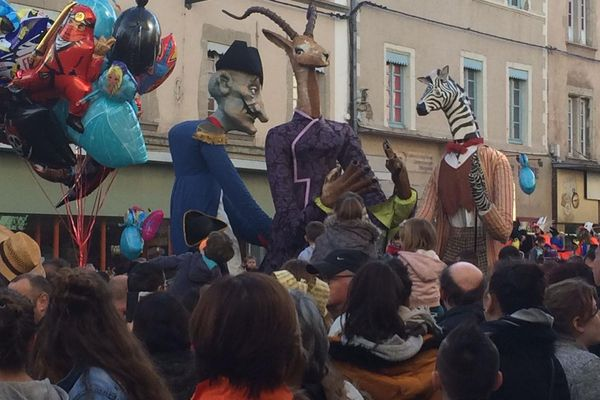 Le carnaval de Romans (Drôme), l'un des plus grands de la région, a réuni 300 artistes et une vingtaine de compagnies