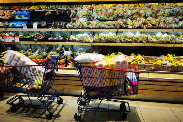 Les stocks étaient prêts, ce jeudi matin, ce qui n'a pas empêché les clients de se ruer sur les rayons des supermarchés