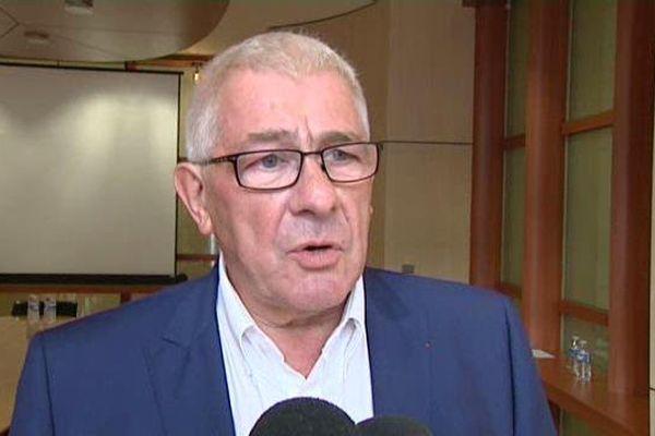 Louis Pinton (Les Républicains) avait démissionné de la présidence du conseil départemental de l'Indre en janvier 2016.