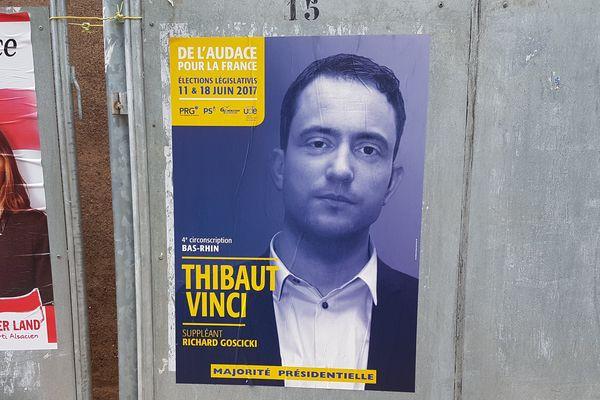 """En bas de l'affiche du candidat PRG-PS, la mention """"majorité présidentielle""""."""