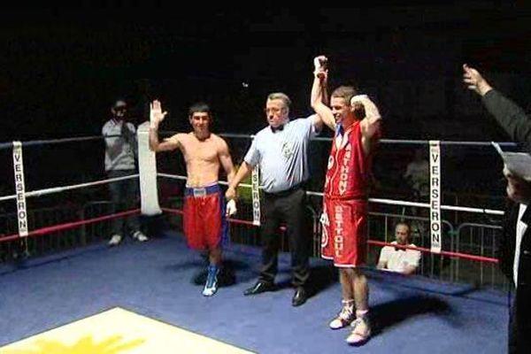 Anthony Settoul a remporté son combat de reprise au gala de boxe de Montluçon samedi 8 avril. Le boxeur clermontois était absent des rings depuis plus d'un an.