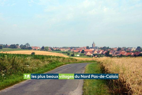 Au bout de la route bordée de champs de blé, Boeschepe