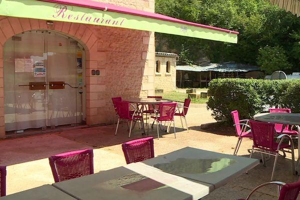 La terrasse de l'hôtel-restaurant Le Kinoux's à Sainte-Nathalène pourra de nouveau accueillir des clients mardi prochain.