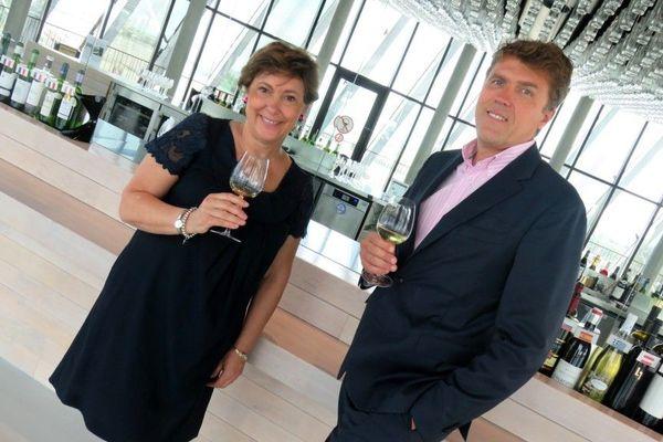 Sylvie Cazes et Philippe Massol au belvédère de la Cité du Vin pour le 1er anniversaire en mai 2017 © Jean-Pierre Stahl