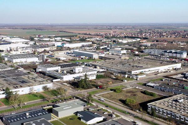 Situé à proximité des grandes axes de transport routiers, ferroviaires et fluviaux, le parc industriel Saoneor à Chalon-sur-Saône, est le plus grand de la région Bourgogne Franche-Comté.