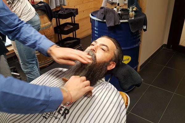 Préparation de la barbe naturelle inférieure à 20 cm