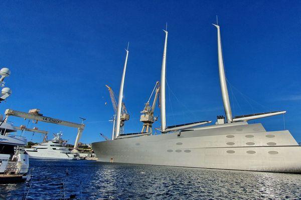 A, l'un des pus grands yachts du monde est amarré à la Ciotat