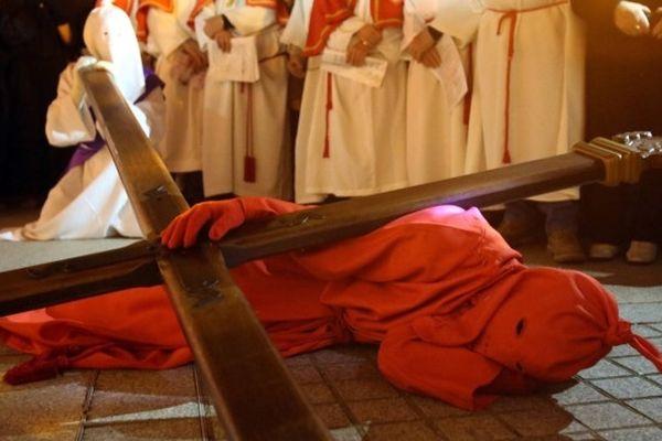 Procession du Vendredi saint, le Catenacciu à Sartène (Corse-du-Sud).