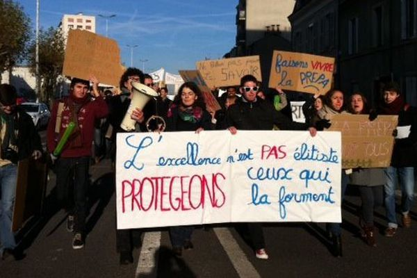 Manifestation des classes prépa du lycée Pothier(Orléans) en soutien aux enseignants
