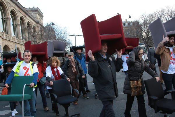 Défilé de faucheurs de chaises à Paris en 2016.