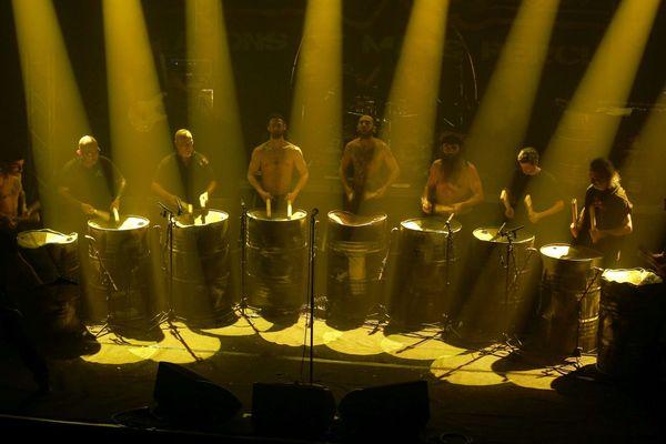 Les Tambours du Bronx en répétition sur la scène du Silex, à Auxerre.