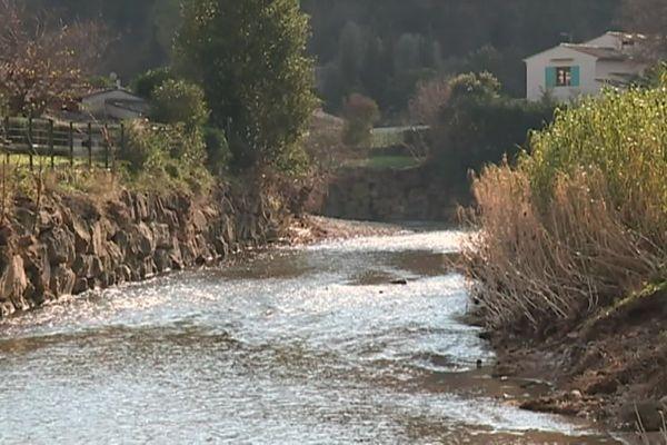 Le fleuve de la Brague, à Biot. Lors des inondations du 3 octobre 2015, trois personnes sont décédées dans cette commune.