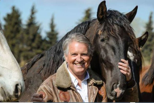 Sylvain Massa éleveur de chevaux de dressage avec ses lusitaniens