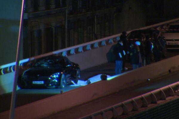Les victimes étaient au volant d'une une BMW noire quand ils ont été abattus.