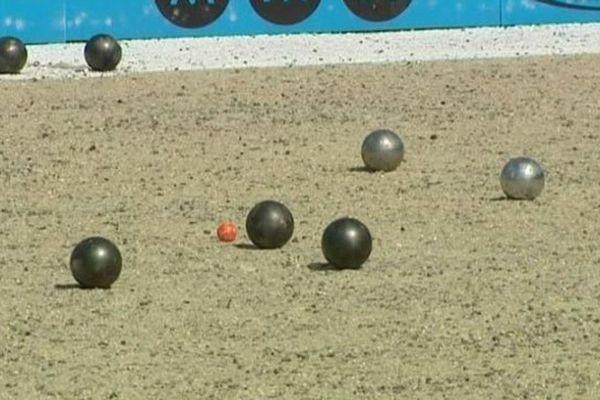 Des boules en fusion au Mondial des Volcans.