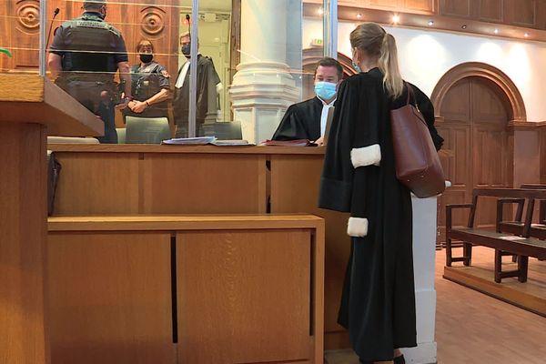 Sept personnes comparaissent devant le tribunal correctionnel de Nîmes pour des faits de proxénétisme - octobre 2020