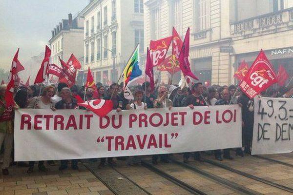 2 200 personnes dans les rues de Tours (Indre-et-Loire) contre la loi Travail. 26 mai 2016 -