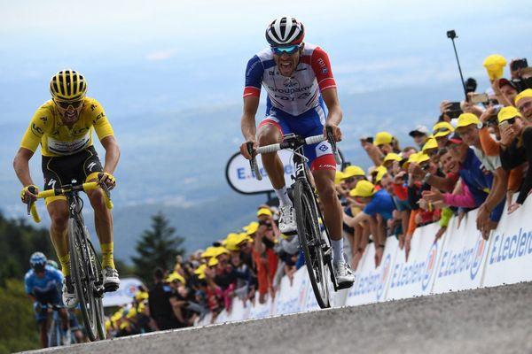 Julian Alaphilippe et Thibaut Pinot au sommet de la Planche des Belles Filles lors de la 6e étape du Tour de France le 11 juillet 2019