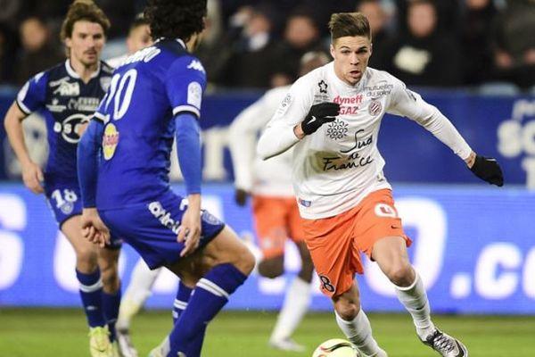 Le milieu de terrain de Montpellier Jonas Martin face à la défense bastiaise - 16/01/2016