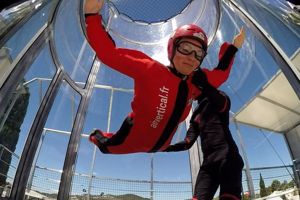 La chute libre s'effectue dans un tube de 6 mètres.