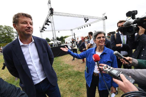 Yannick Jadot et Sandrine Rousseau à Poitiers, le 19 août 2021.