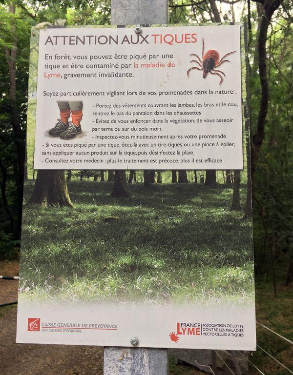 Panneau de prévention en forêt