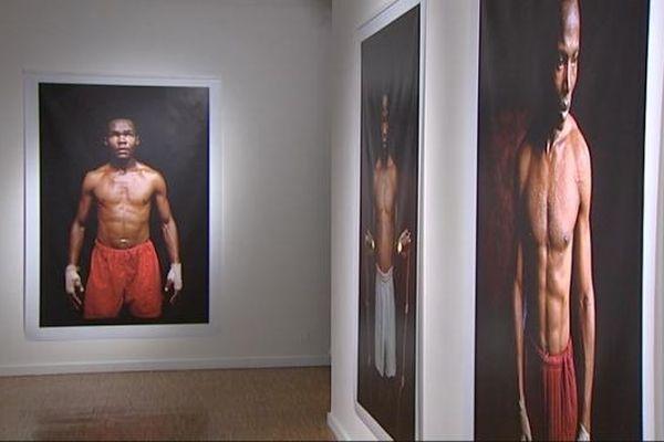 Entre 1988 et 1991, Philippe Bordas a photographié les boxeurs d'un bidonville de Nairobi à l'entraînement. Ses photos sont exposées à l'Arc jusqu'au 9 mars.