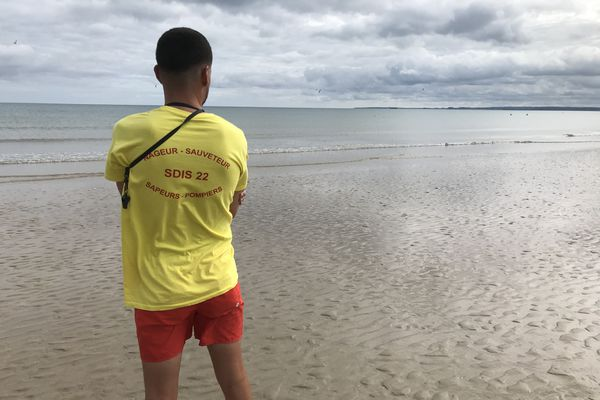 Sur la plage des Rosaires (22), la baignade était interdite jusqu'à mardi midi