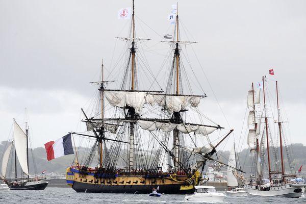 Arrivée de l'Hermione dans le port de Brest, le 13 juillet 2016, le premier jour des Fêtes maritimes 2016.