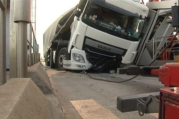 Accident de camion à la sortie Artenay de l'10 dans le Loiret