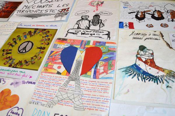 Des hommages aux victimes des attentats du 13-Novembre, aux Archives de Paris.
