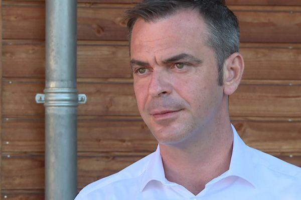 En vacances dans le département de la Dordogne, Olivier Véran le ministre des Solidarités et de la Santé a abordé face à la presse les questions de la canicule et des déserts médicaux.
