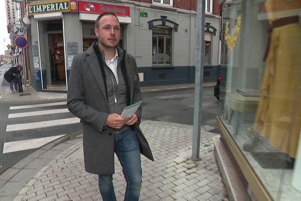 Adrien Nave à Dunkerque en pleine campagne de l'entre-deux tour des élections départementales.